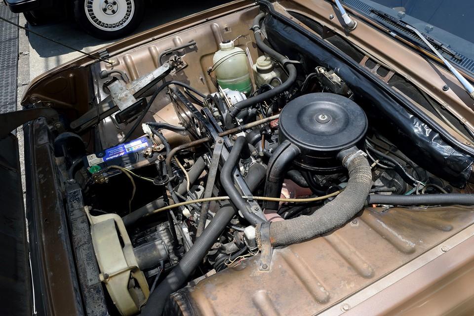 キャトルオーナーさんなら見慣れたエンジンルーム!C1E(688)と呼ばれるキャトルと同型エンジンですが、キャブの変更(Zenith28→Solex32)で最大出力47PS/5500rpm、最大トルク7.9kg・m/3000rpmと大幅にパワーアップ!