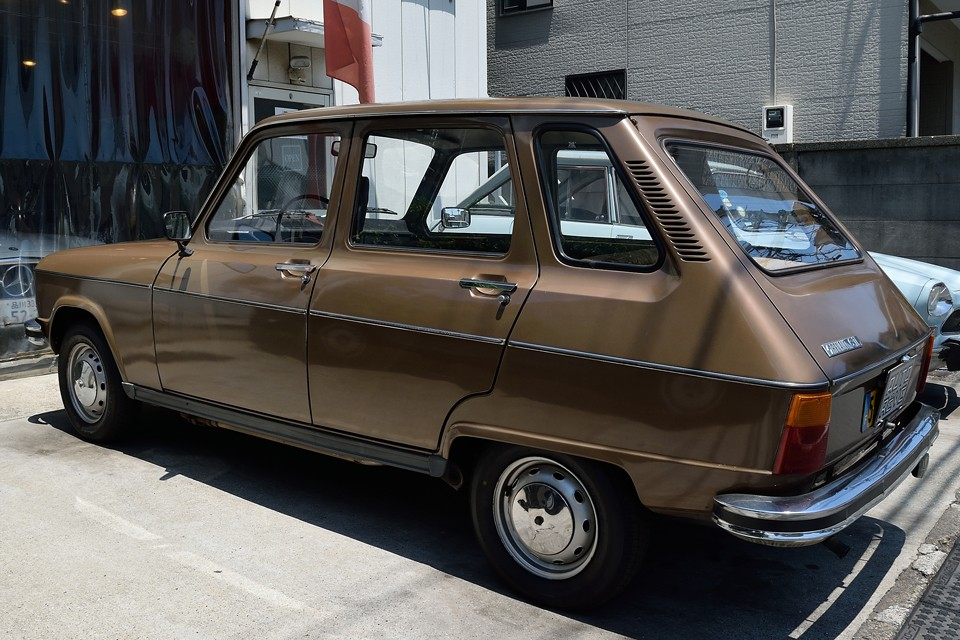 フランス車で良く語られる「当たりの柔らかさ」をまさに地で行く、「ザ・フレンチカー」とも言える存在だと思うのです。