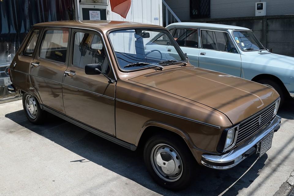 同じフランス車でもシトロエンのハイドロ車とは違い、いわばオーソドックスなバネだけで、これを成立させているんですからねぇ、やはり歴史なのでしょう・・・。