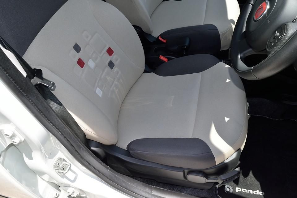一番使用感の出るはずの運的席ですが、破れ、ほつれはもちろん、目立つ汚れもなく、とっても清潔な印象!