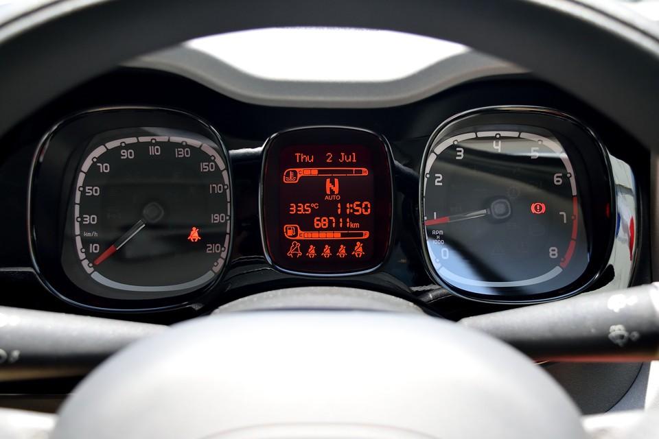 実走行6.9万km。輸入車では気になるタイミングベルトですが、ツインエアーはチェーンですので、その心配は無用!コンパクトな実用車だからこそ、維持費のコストも大事ですもんね。
