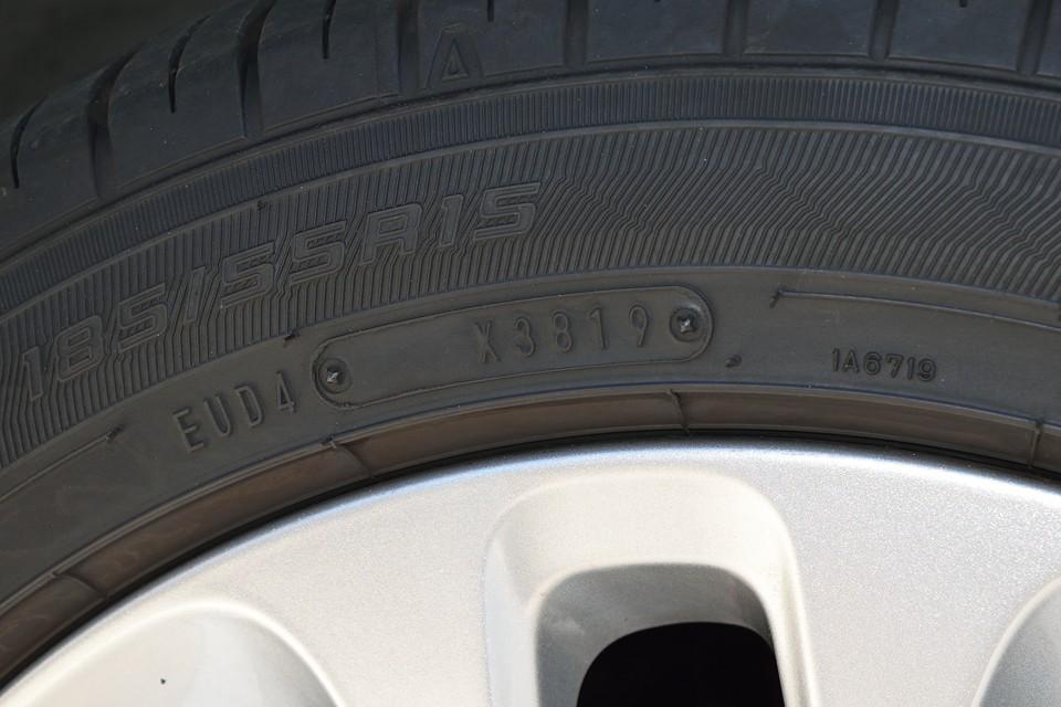 タイヤはグッドイヤー製で2019年5月製造の新しいもので、残山も8~9分山とタップリ!当然、当分交換の必要はありません!これまたうれしい誤算!