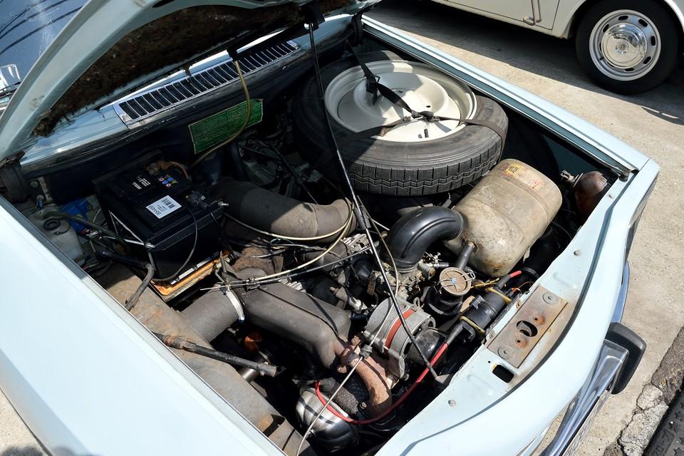 空冷水平対向2気筒、602cc、32ps/5750rpm、4.2kgm/4000rpmを発生するパワーユニット!数値上では全くもって大したことはない?!のですが、車重が725kgとチョ~軽量なので、想像以上に走るのです!