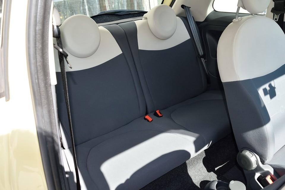 リアシートに至っては、ほぼ使用感ゼロ!これは気持ち良くお乗りいただけると思います。