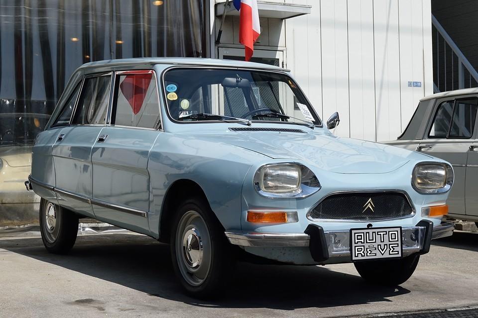 1970(昭和45)年式 シトロエンami8 club!現地で現役で走っていた個体を直輸入!なので、キズや使用感ありありではありますが、むしろ実用車の本領発揮?!と言える状態ではないかとっ!