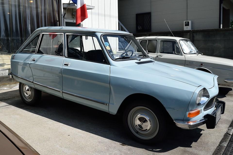 ではここでおさらい。1970年式シトロエン AMI8 club、キズ、凹みは多数あるものの機関は好調!普段の足に使ってますけど何か?風の使用感はむしろフランス実用車本来の姿と言える状態かと・・・。