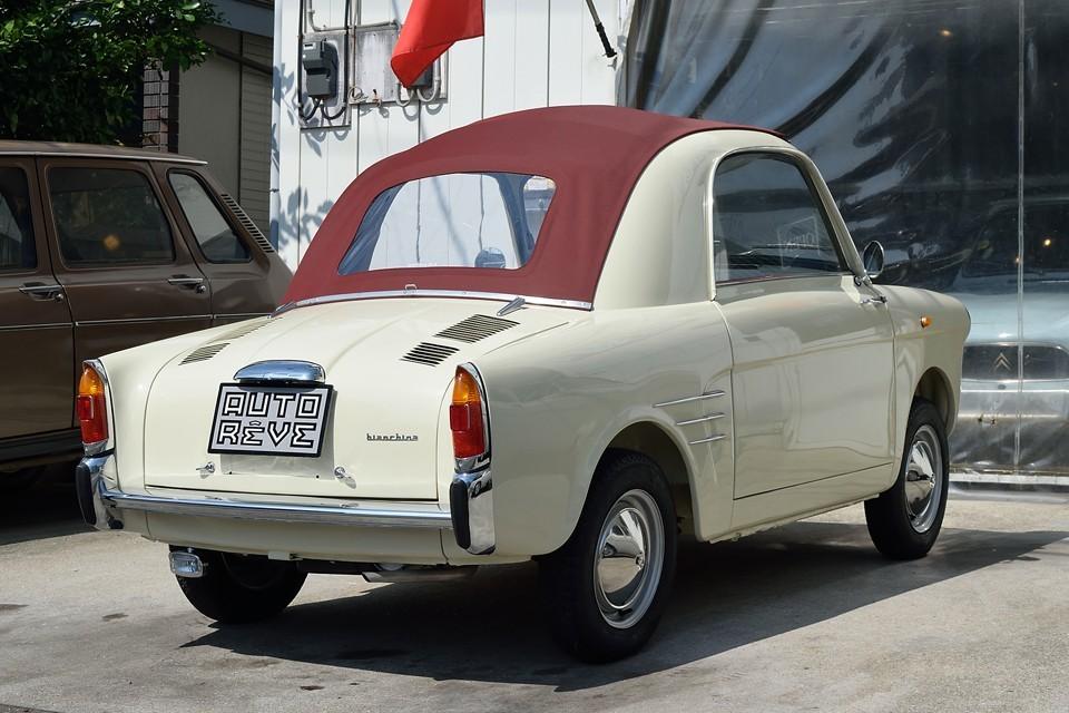 イタリアの老舗自転車メーカーの「bianchi」が1957年に「autobianchi」として自動車製造に進出し、最初に造った記念すべきモデルがこの「bianchina trasformabile」!