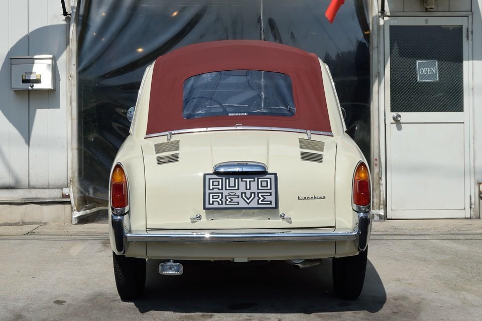 このTrasformabileモデルの後、フルオープンのCabriolet、セダンタイプのBerlina、ワゴンタイプのPanoramica、バンタイプのFurgoncinoと様々なボディーバリエーションが造られ、チンク同様、イタリアの街中を大いに彩った、いわば「ザ・イタリアンカー」なのです!