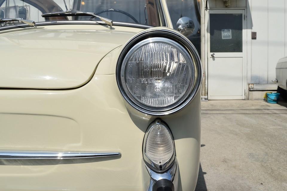 CARELLOのヘッドライトに、リアレンズのデザインと統一された特徴的なウインカーも劣化はほとんど感じません。