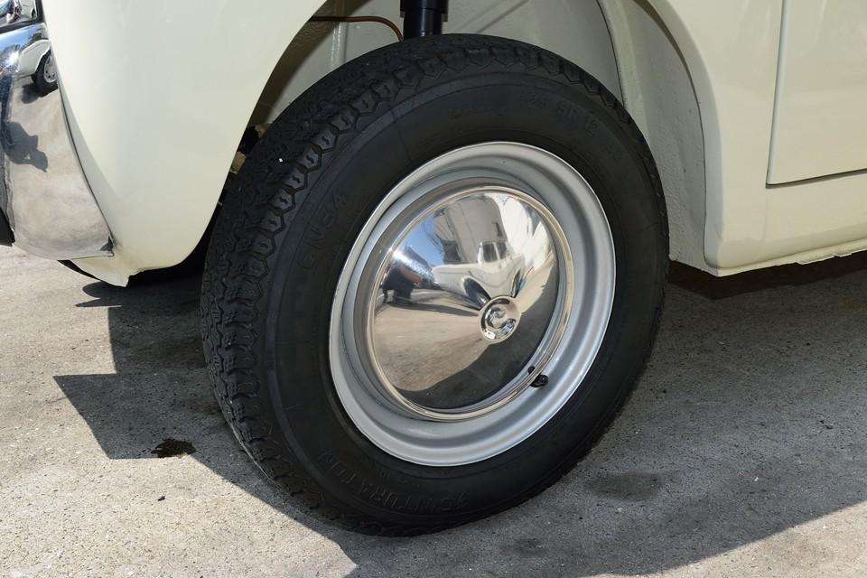 タイヤはほぼF500ファミリー専用と言えるPIRELLI CINTURATO CN54を装着。シンプルなホイールキャップも気になるほどのキズは見受けられません。
