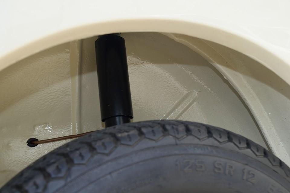この個体、タイヤハウスの内側ですらこの状態です。タイヤを見てたらココもご覧いただきたくてつい撮影してしまいました。