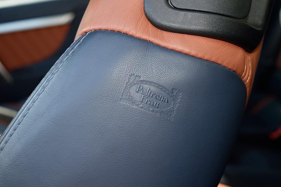 シートはイタリア王室御用達のインテリアブランド「Poltrona Frau」製。その革製品の上質さは、実物をご覧いただければ一目瞭然!