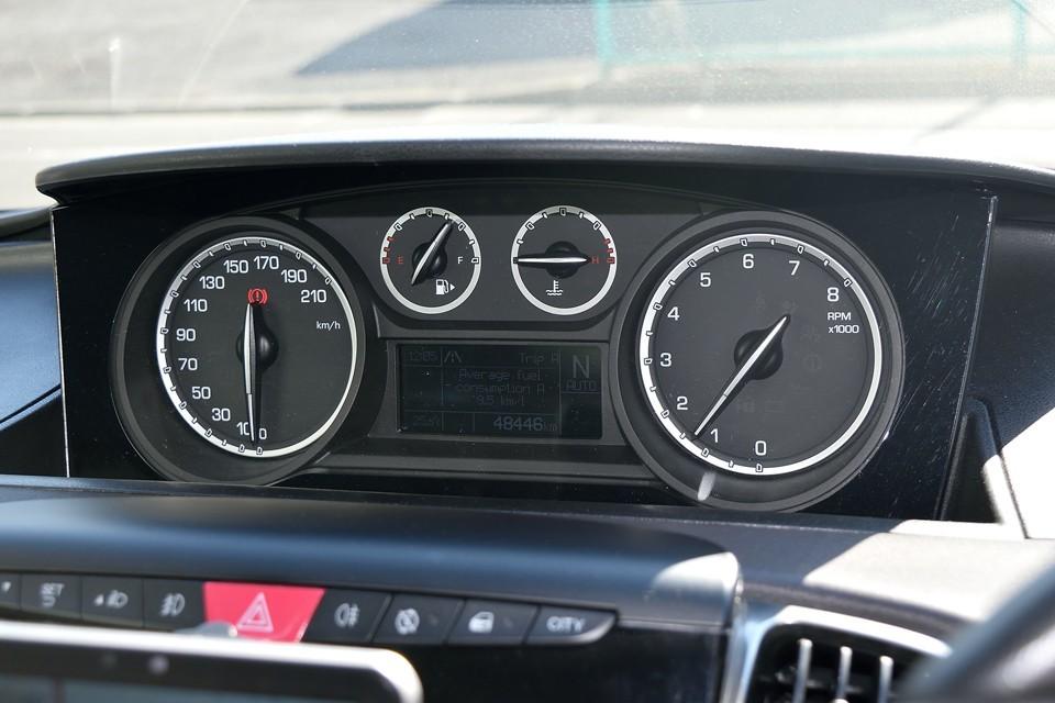実走行4.9万km、輸入車では気になるタイミングベルトですが、このツインエアーエンジンはチェーン駆動ですのでご安心を。