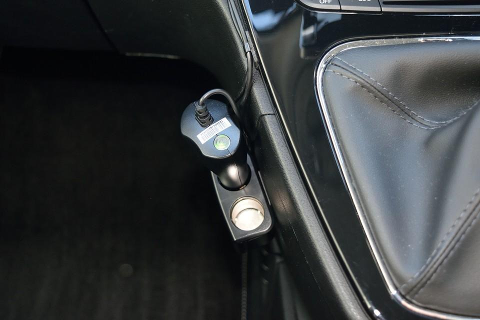 ナビでシガーソケット使用してしまうため増設済み!スマホの充電とかに、もはや欠かせないですもんね。