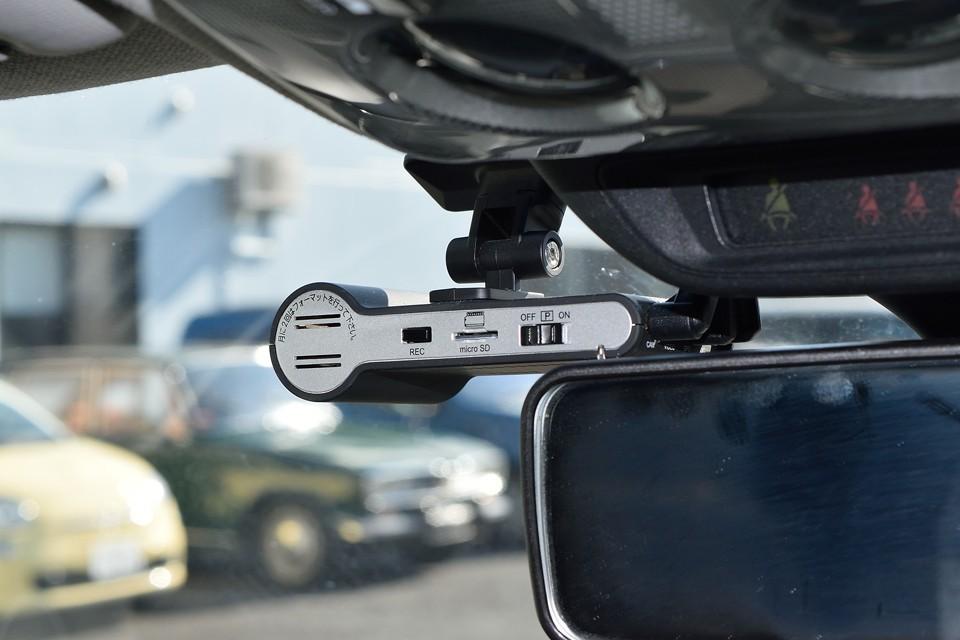 そしてドライブレコーダーも装備!前後2カメラですので、万が一の事故や、後ろからの煽り運転の対策も、これで万全!