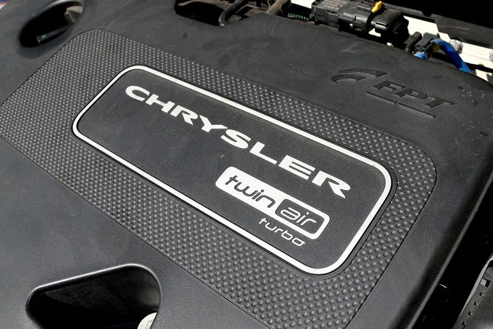 しかも燃費は、19.3km/リットル(JC08モード)!その上、2気筒なので個性的な排気音が楽しい、とっても優秀なエンジンなのです!