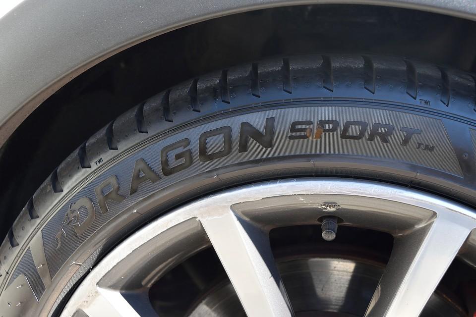 イタ車にはやっぱりイタリア製タイヤが合うのです!ピレリのDRAGON sportを装備!