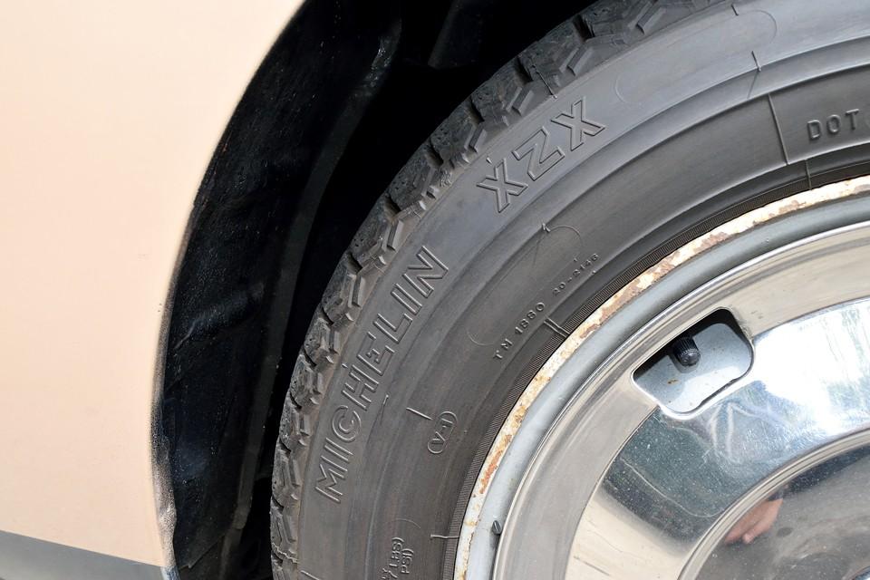 タイヤはシトロエンでは定番のミシュランXZXを装着!アジアンタイヤにも同サイズはあるようですが、やっぱミシュランじゃないとね。