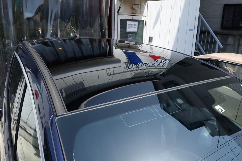 ルーフは後席上部までほぼ全面ガラスなので、塗装劣化の心配もありませ~ん!