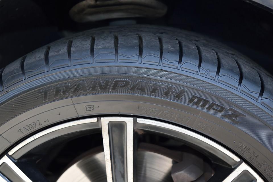 タイヤはTOYO TRANPATH MPZを装着。ミニバン専用タイヤで乗り心地も走りも☆☆☆☆☆!