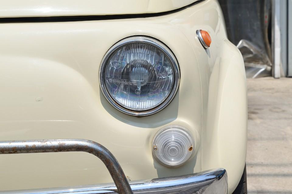 ヘッドライトはガラス製なので、最近の樹脂レンズのように劣化で白く曇ってしまうこともありません!ずっとクリア~なのです!