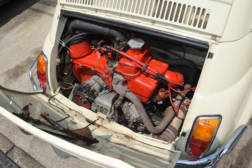 赤く塗られた印象的なエンジン!しかも日常使いチンクを目指すには必須の「650cc化」済み!500と650の違いは想像以上に大きいのです。排気量の比で言えば1500cc対1950ccと同じと言えば分かりやすいかと。