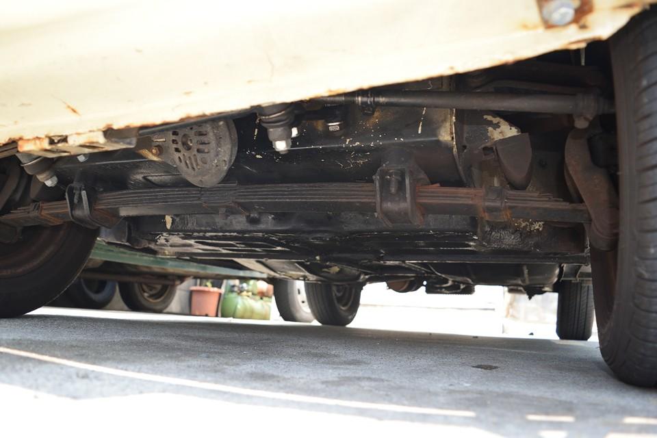 フロント下面です。こちらも酷い腐食はありません。納車時には念のため下回りにチッピング塗装をさせていただきますので、さらにご納得いただける状態になるのではないかと。