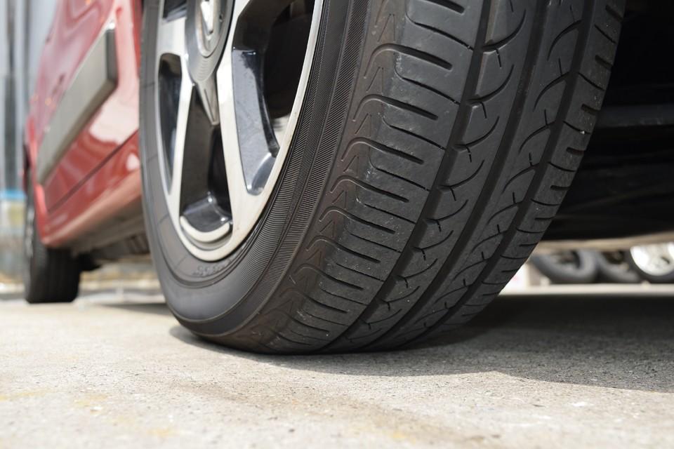 タイヤの残山も6~7分山というところでしょうか、当分交換の必要は無さそうですね。