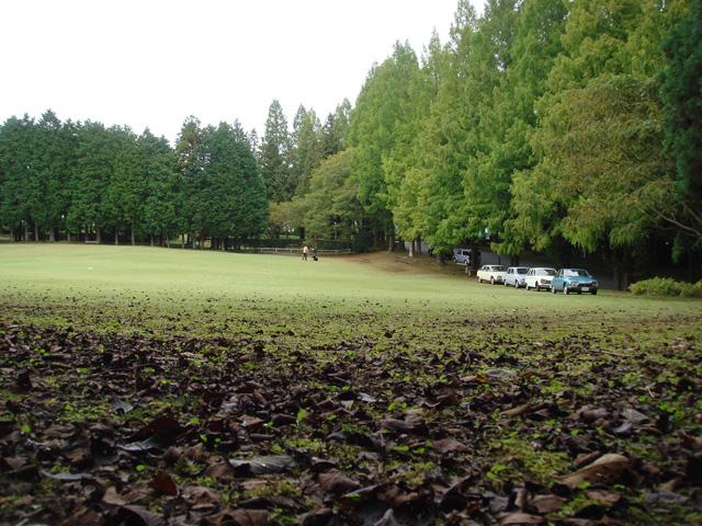 ここが会場の芝生広場なんですが・・・こんなに広くて大丈夫なのでしょうか・・・一抹の不安が。