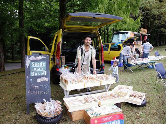杉並で「Seeds man BakeR」という、何と粉から自家製のパン屋さんを営むSさん!Sさんの人柄がとっても良く表れてる素朴で真面目な美味しいパンばっかり!チョ~おすすめですぅ~!