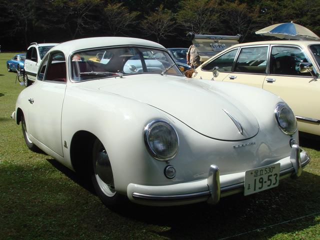 Sさんの53年式356プリA!タイヤが見えない程、奥まってるのか、ボディが張り出してるのか・・・どちらにしても本物ならではの独特の雰囲気は圧巻!