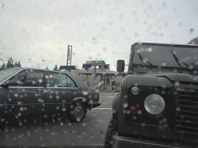 碓氷軽井沢ICに到着・・・また雨が・・・N子はん、寝たな・・・(笑)