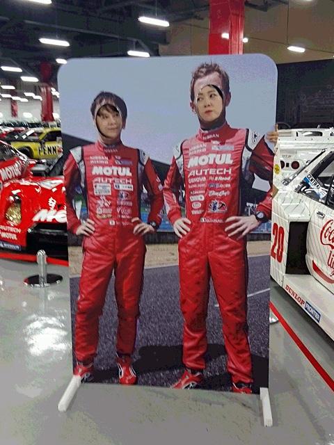 この2人はもしや・・・F1ドライバーの「美佳・ハッキネン」に、「ルイス・ハミルのん」ではないですかぁ~!(爆笑)
