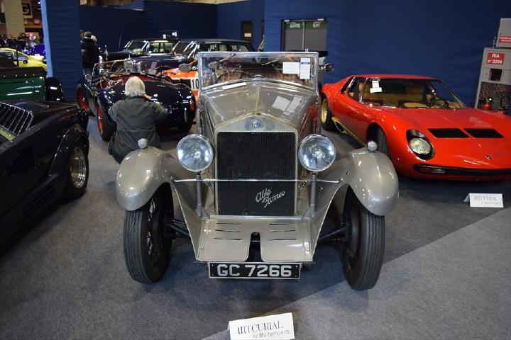 まわりのクルマ達に比べて地味に見えてしまいますが、1929年式Alfaromeo 6C 1750・・・この排気量・・・伝統ですね。