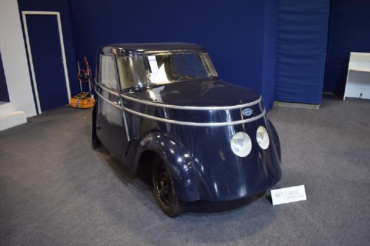 TopGearで良くある手造りカーにしか見えませんが、1942年式のBREGUETってクルマだそうです。何とこれ、電気自動車!