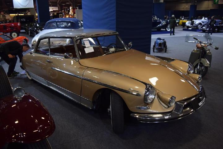 なんだかとってもスペシャルな雰囲気のDS!1962年のジェノバモーターショーで発表されたモデルだそうです。