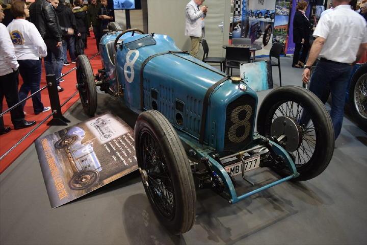1920年式のBALLOTというGPカーだそうです。こういった戦前のクルマが多く残っていることに歴史の違いを感じさせられます。