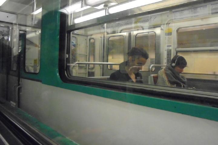 う~ん、千代田線にしか見えなくなってきた・・・(笑)