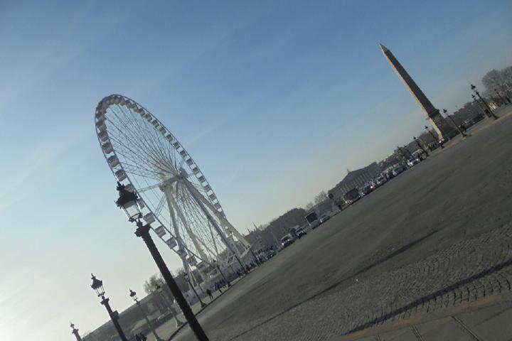 有名なLuxor Obelisk(クレオパトラの針)と呼ばれるオベリスク(記念碑)から散策スタート!