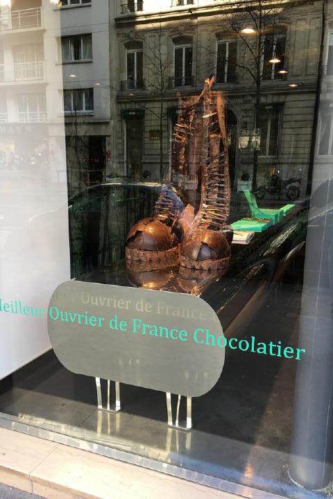こんなお菓子屋さんもあって・・・。(このブーツ、チョコレートで出来てます。)