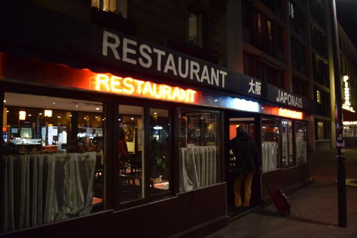 和食レストランに到着!その名も『大阪すしクイーン』!とんでも無い名前なのはわかってますが、何でこんな名前にしたかは、どうせ結論出ないので考えない事に・・・(笑)