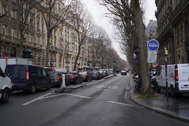 今日は小雨模様の天気・・・しっとりとした街並みもいい感じです。