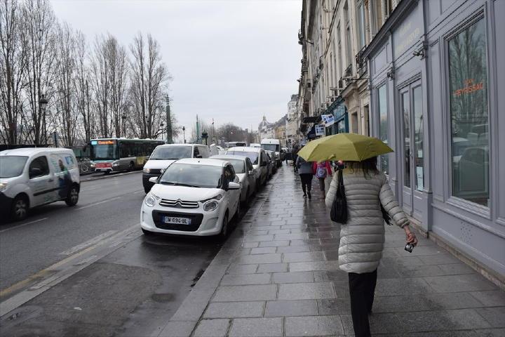 この通りは何十年、何百年と変わらないんでしょうね。落ち着いた街並みを歩くと心も落ち着く気がします。