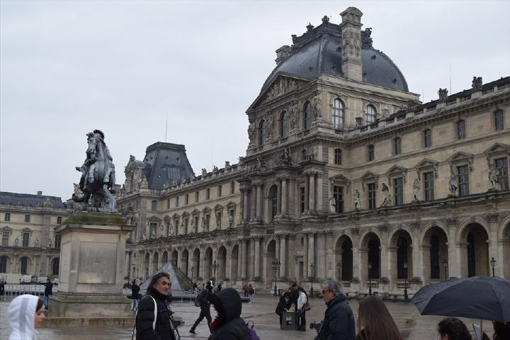 建物自体の圧倒的な存在感に歴史の重みを感じます。