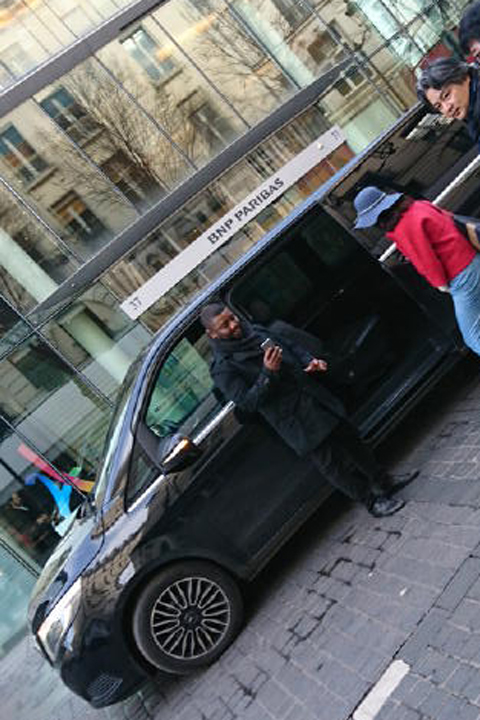 一時はどうなるかと思ったけど、意外とスムーズにリカバリー出来ちゃって、心はもはやGrand Palaisなのです~!・・・で、今回大活躍なのが、Uber!これホント便利!