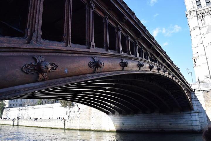 それが垣間見える、こんな橋の造りや・・・。