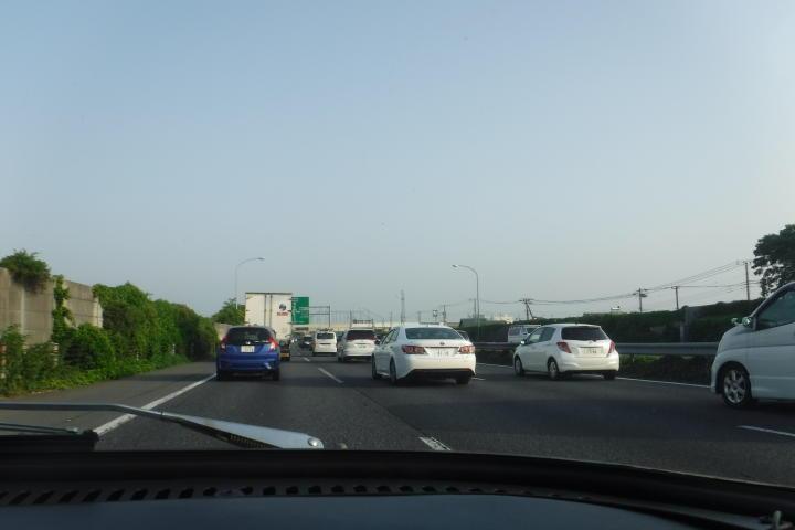 ん?渋滞?折角のドライブなのにぃ~!カンベンしてぇ~!