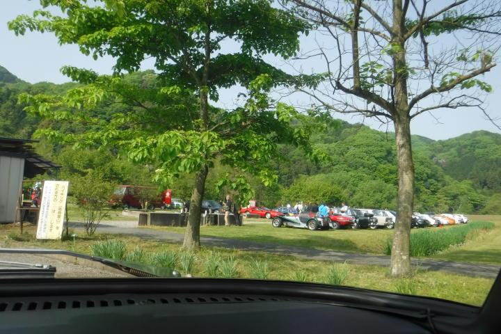 お~、いますねぇ~!自然の中にたたずむ名車達!中には迷車も眼医者も・・・(苦笑)