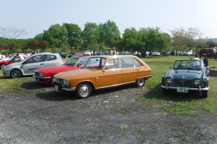 紛れもない大衆車のはずなのに、R16の存在感・・・ハンパないっ!
