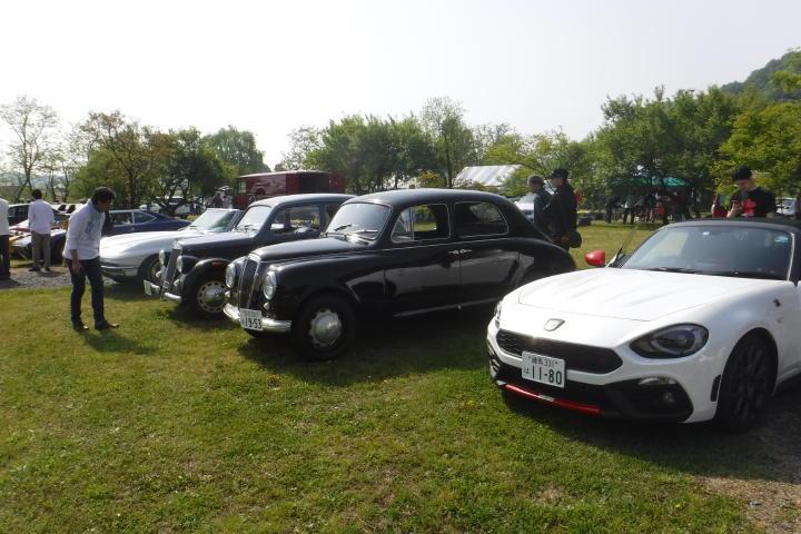 新旧も車種も関係なく、これだけのクルマが集まるのは、懐の広いブレシアさん主催ならでは!